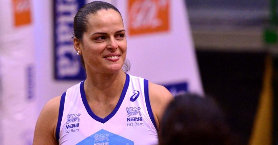 http://imguol.com/c/esporte/22/2015/10/23/elisangela-oposta-jogadora-de-volei-1445651738738_956x500.jpg