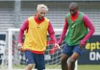 Marlon posta foto marcando Messi e agradece por estar ao lado de ídolos