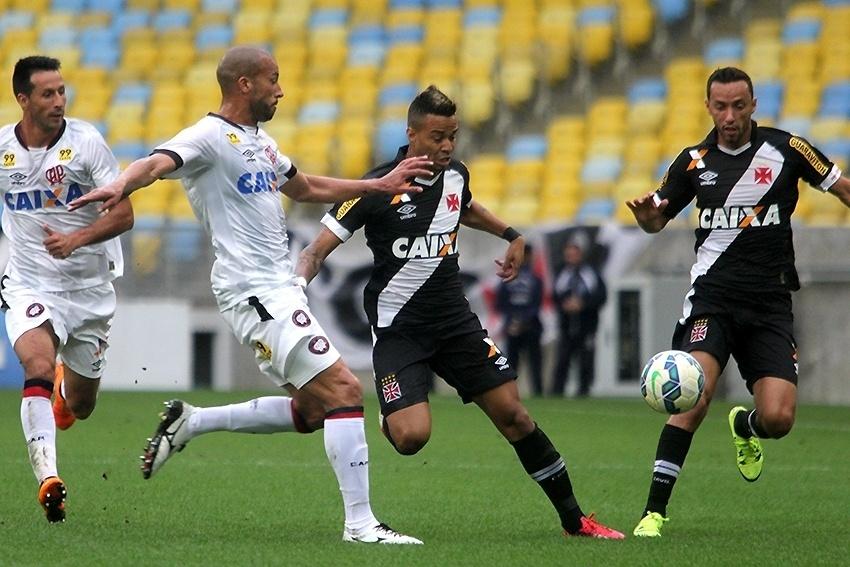 Vasco enfrenta o Atlético-PR no Maracanã