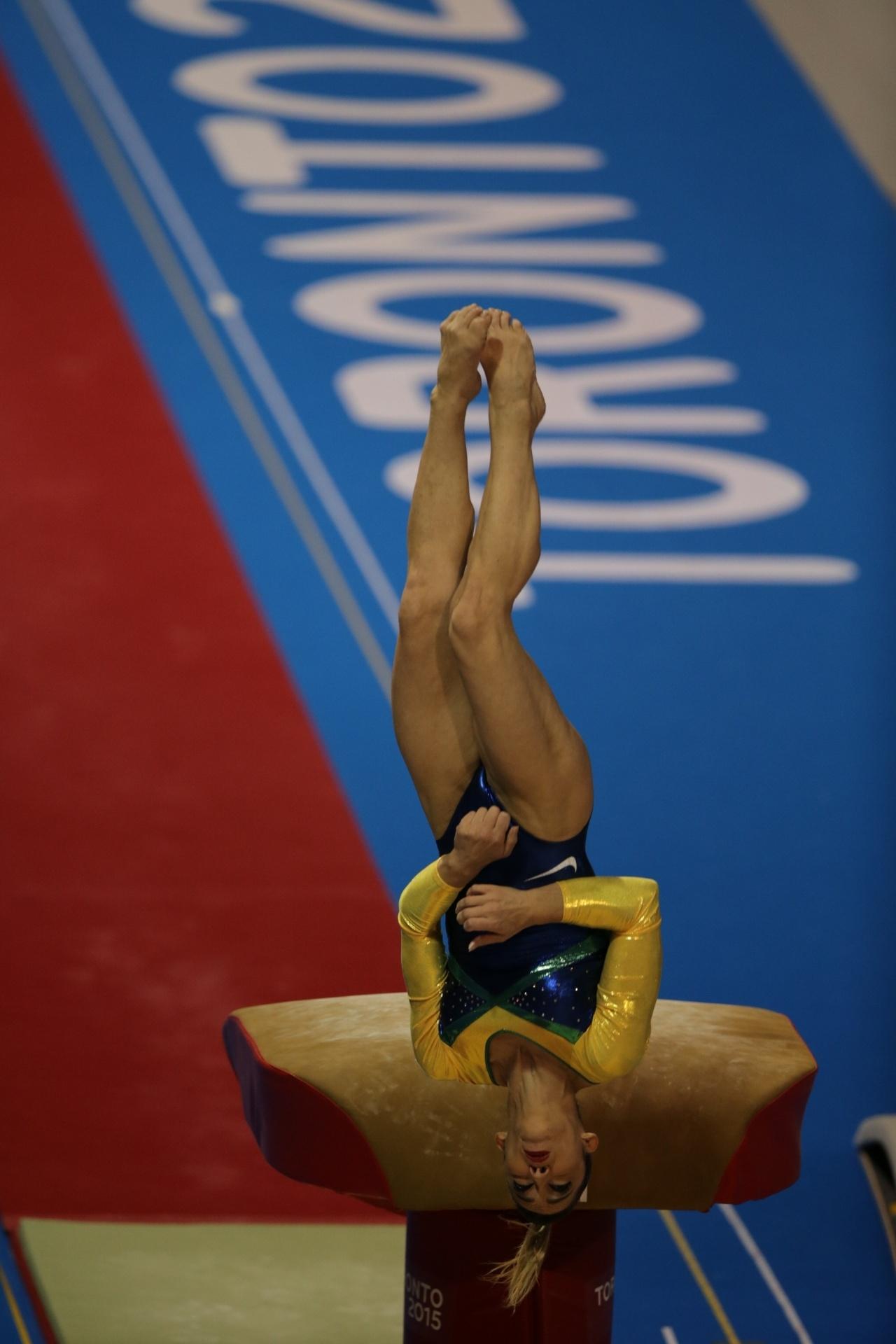 Daniele Hypolito se apresenta na prova de salto da ginástica artística