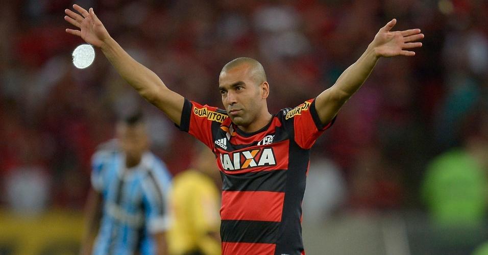 Emerson agradece à torcida antes da partida Flamengo e Inter, válida pelo Campeonato Brasileiro