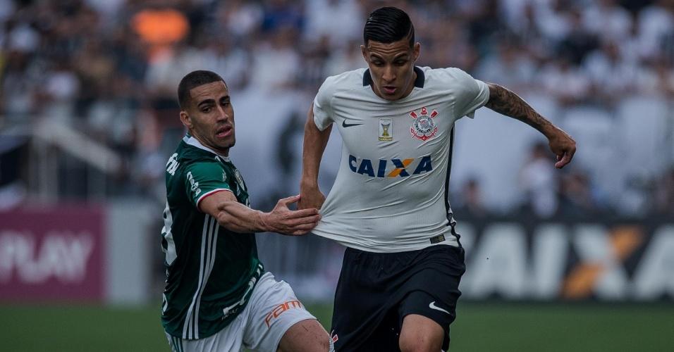 Gabriel puxa Arana ao perder na velocidade para lateral do Corinthians no clássico paulista