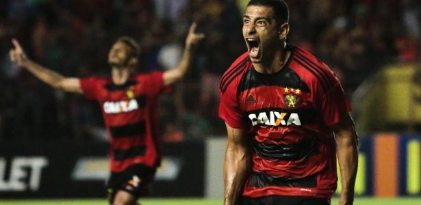 Diego Souza não se seduz por Corinthians e pede tempo para ouvir oferta