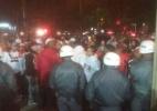 Torcida protesta em frente ao Morumbi após derrota do SP para o Juventude