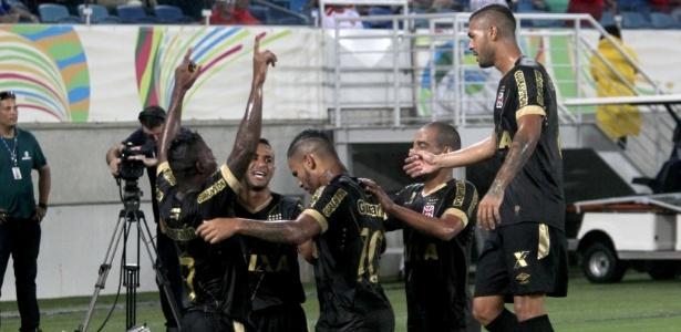 Jogadores do Vasco comemoram um dos gols feitos pelo atacante Riascos