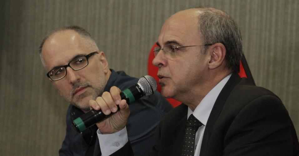 Antonio Tabet ao lado do presidente Eduardo Bandeira de Melllo na sede da Gávea
