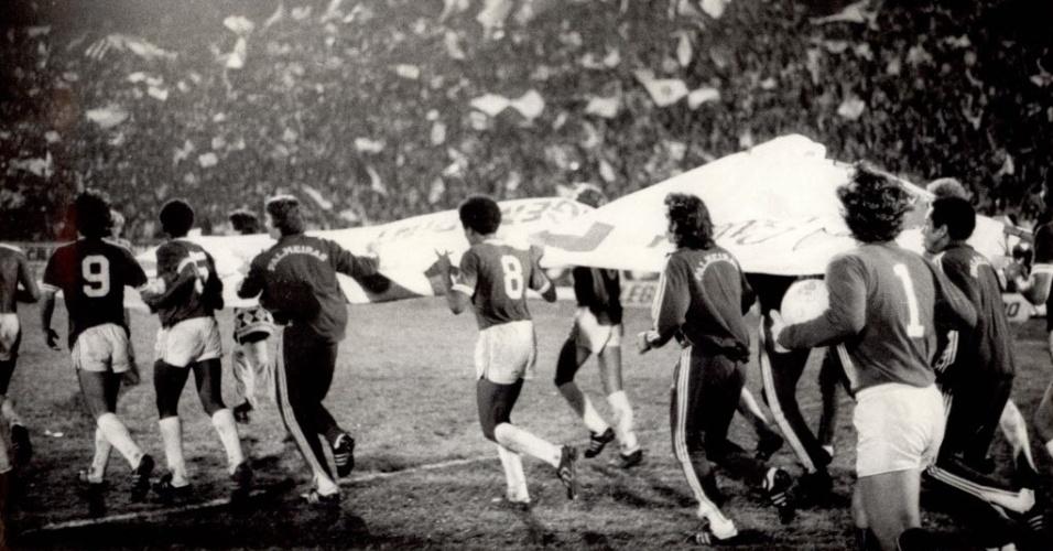 Em 1976, no Paulista contra o XV de Piracicaba, o clube usou meia branca