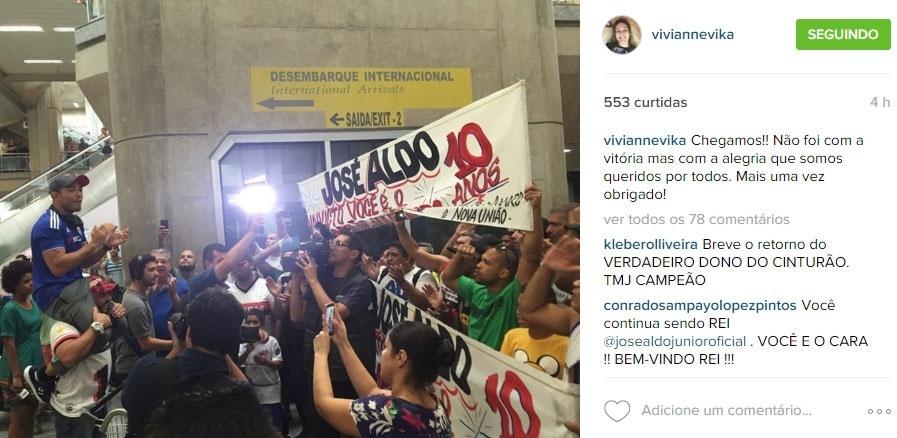 José Aldo é recebido com festa em aeroporto do Rio de Janeiro após derrota