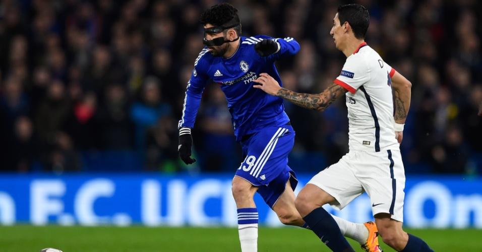 Diego Costa se livra da marcação de Di María