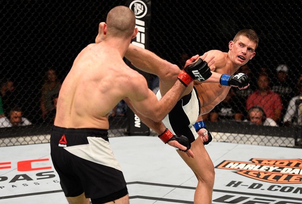 Stephen Thompson acerta Rory MacDonald no UFC realizado em Ottawa, Canadá