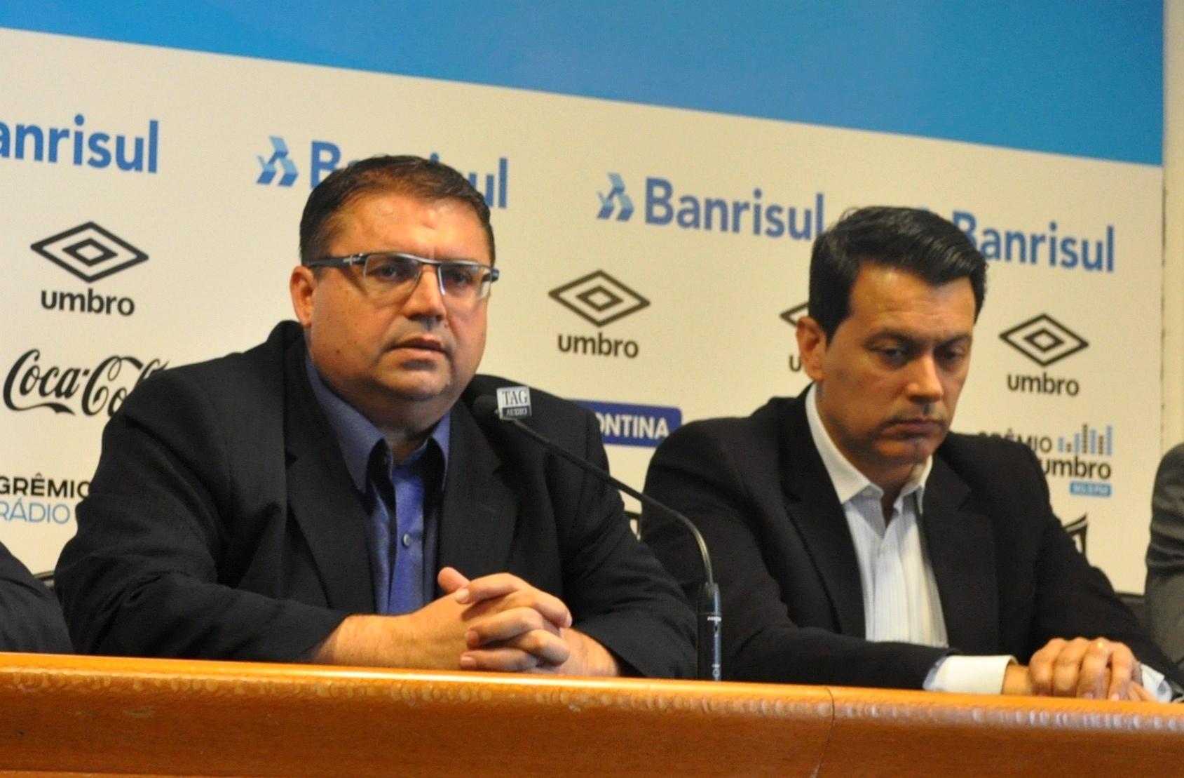 Júnior Chávare (e) é apresentado como gerente da base do Grêmio