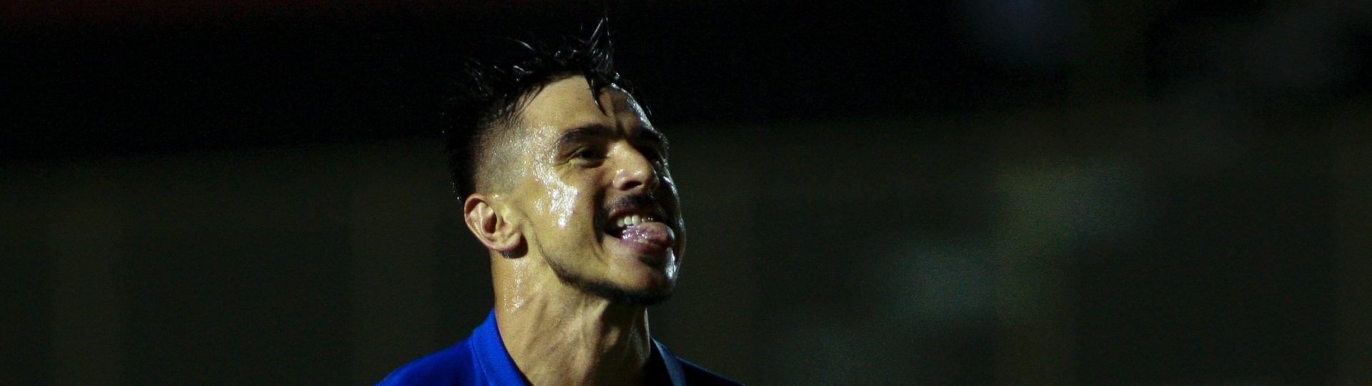 Willian comemora gol do Cruzeiro contra o Vitória