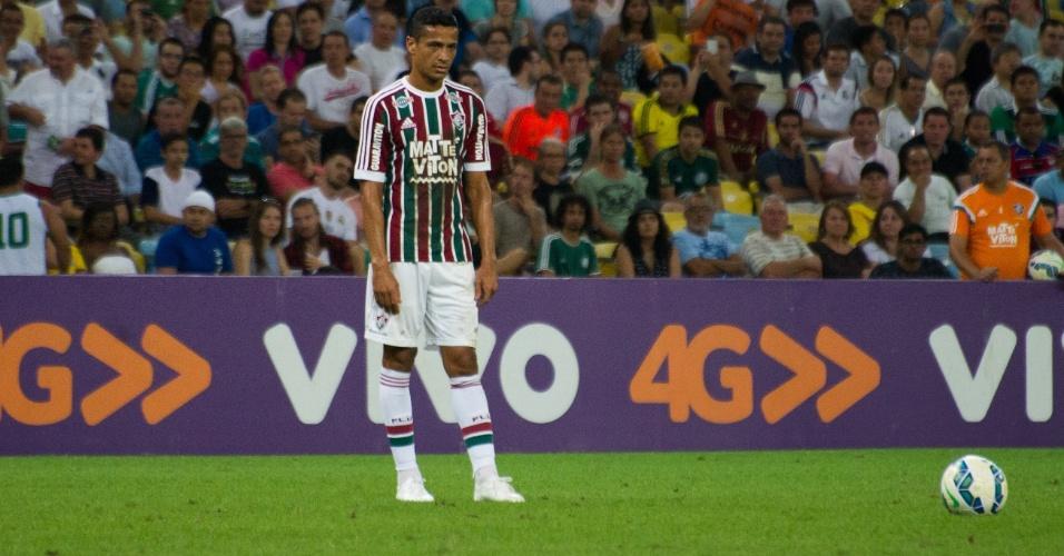 Cícero se prepara para cobrar falta na partida contra o Palmeiras, válida pelo Campeonato Brasileiro