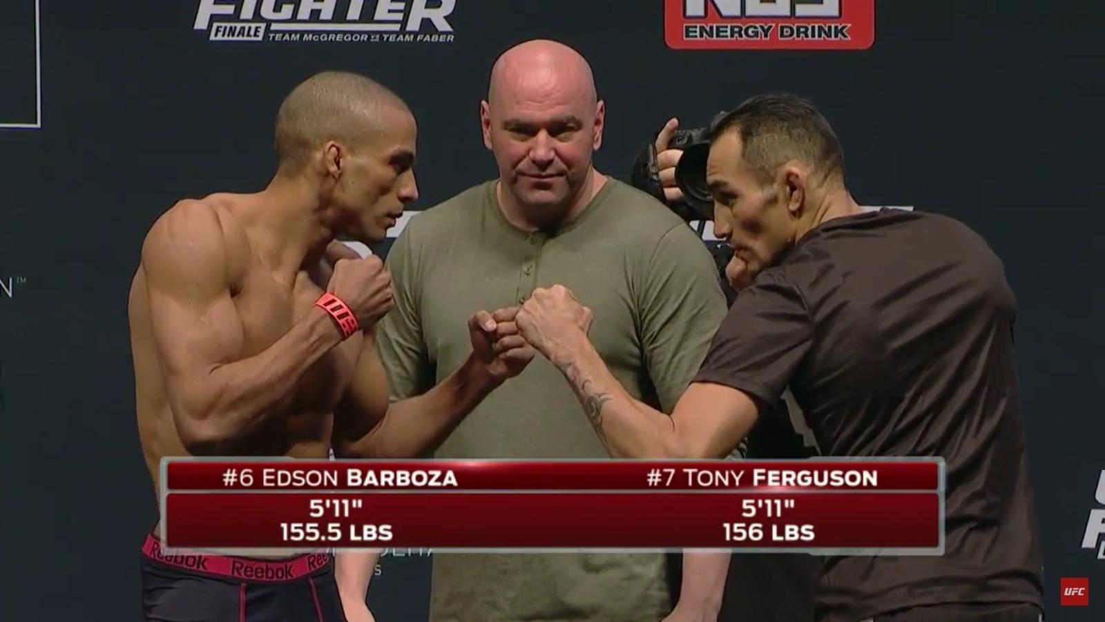 Edson Barboza encara Tony Ferguson depois da pesagem do TUF Finale 22