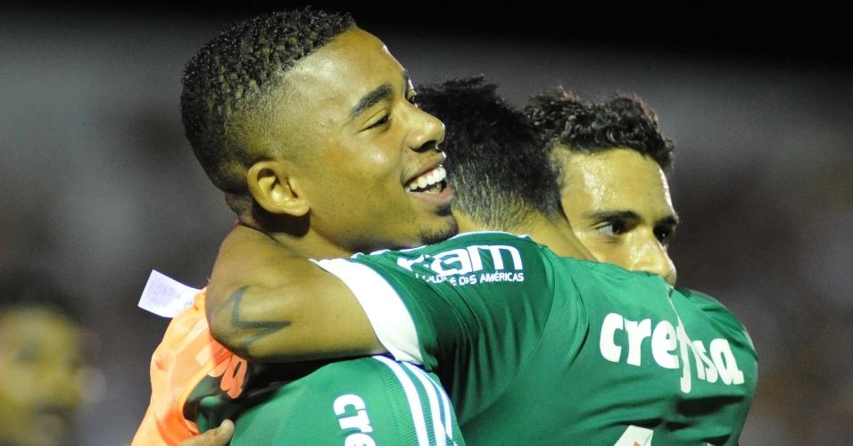 Gabriel Jesus, reserva, comemora gol de Jean pelo Palmeiras contra o River do Uruguai