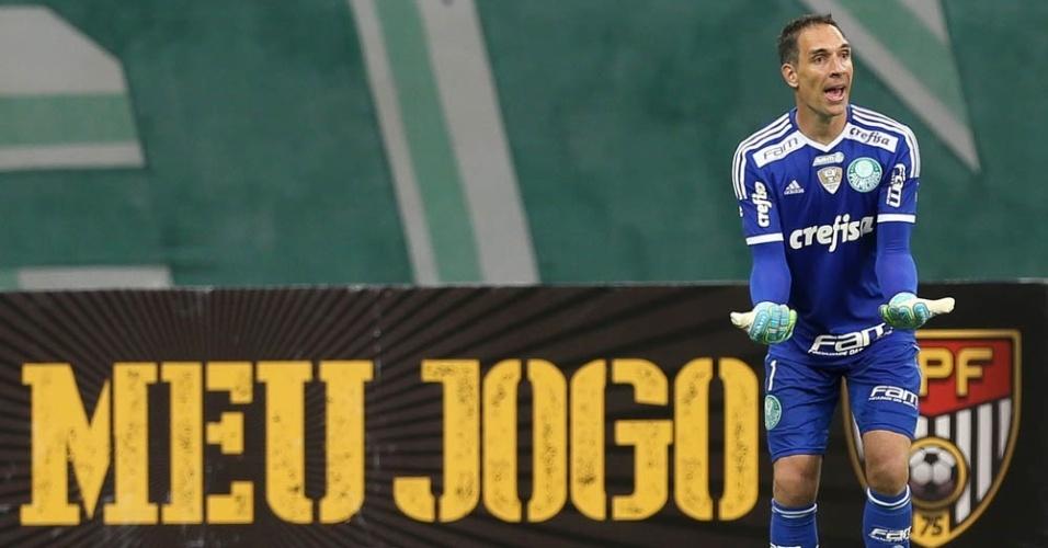 Fernando Prass em ação durante a partida entre Palmeiras e Ferroviária, no Allianz Parque