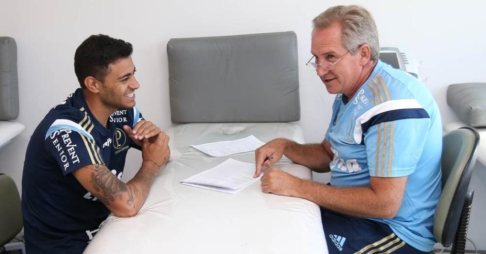 Cleiton Xavier realiza exames médicos no Palmeiras durante a reapresentação do time