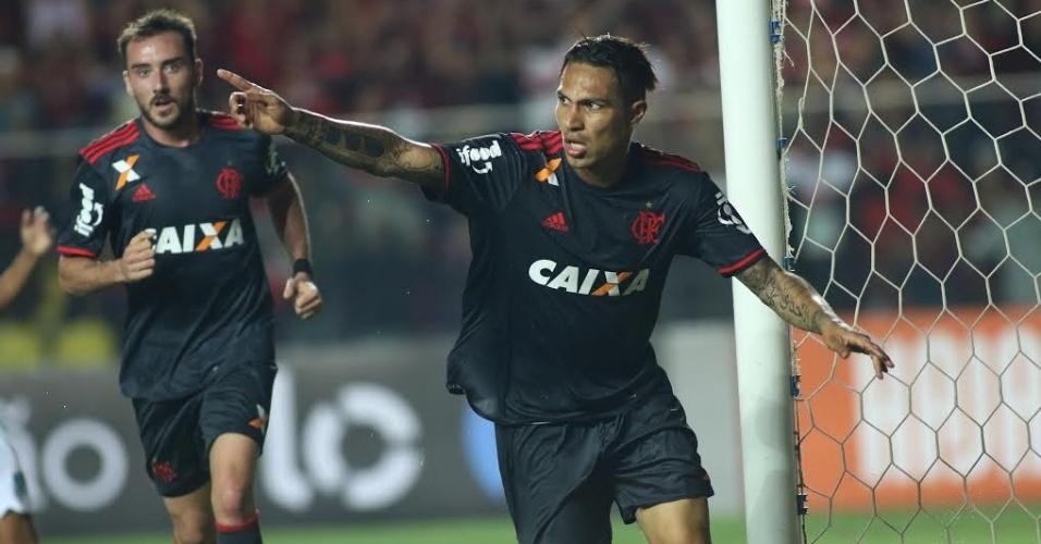 Paolo Guerrero comemora o gol marcado na vitória por 2 a 1 sobre o América-MG