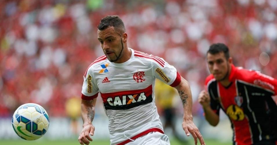 Canteros lidera Flamengo em tentativa de ataque durante jogo contra o Joinville