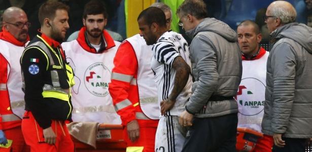 Daniel Alves sofreu fratura durante jogo contra o Genoa