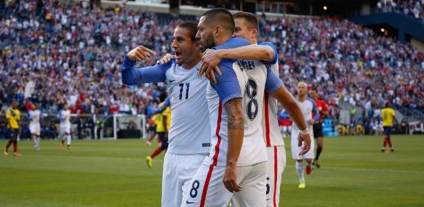 Norte-americanos venceram com gols de Clint Dempsey (camisa 8) e Gyasi Zardes