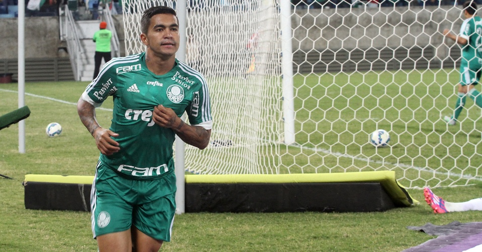 Dudu comemora o gol marcado contra a Ponte Preta