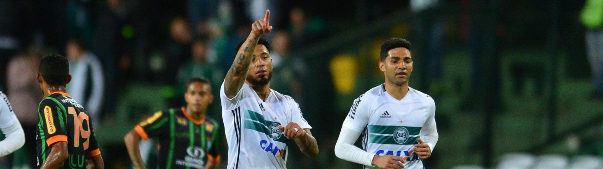 Kazim marca para o Coritiba contra o América-MG