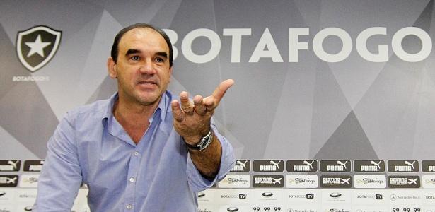 Ao lado da diretoria, Ricardo Gomes teve primeiro contato com jogadores do Botafogo