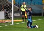 Goleiro do Grêmio reconhece pênalti e alerta: