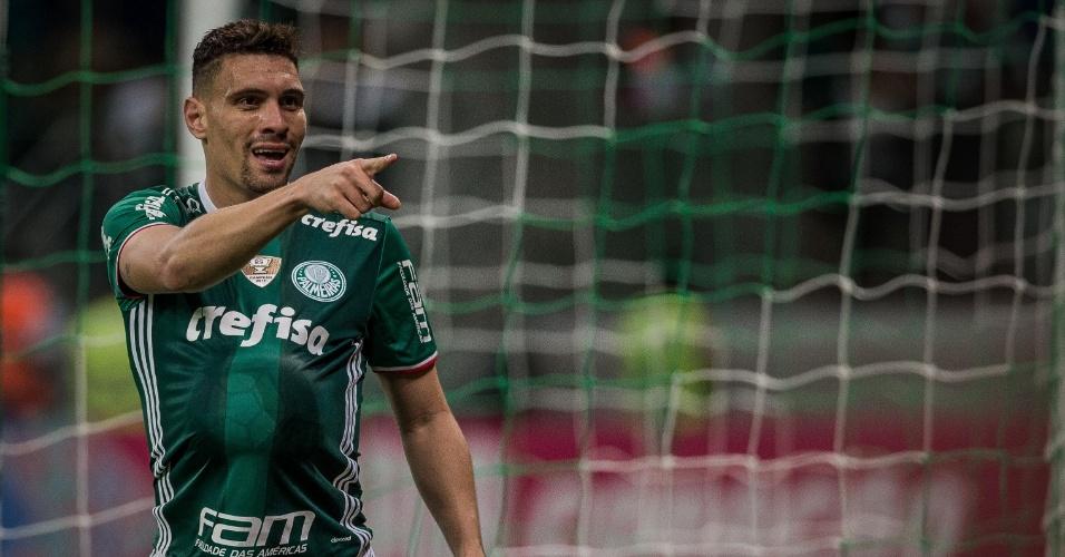 Moisés comemora gol do Palmeiras contra o Figueirense