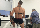 Alvarez ironiza treinamento de McGregor na bicicleta: