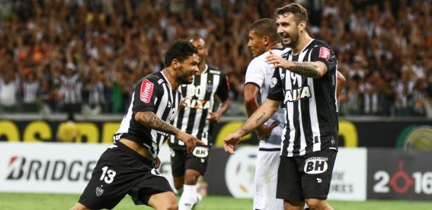Carlos (à esquerda), atacante do Atlético-MG
