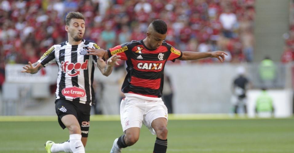 Lucas Lima tenta roubar a bola do Flamengo em jogo do Santos