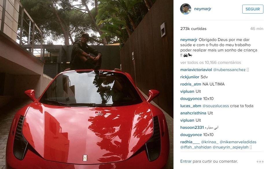 Neymar apresenta Ferrari 458 Spider no Instagram