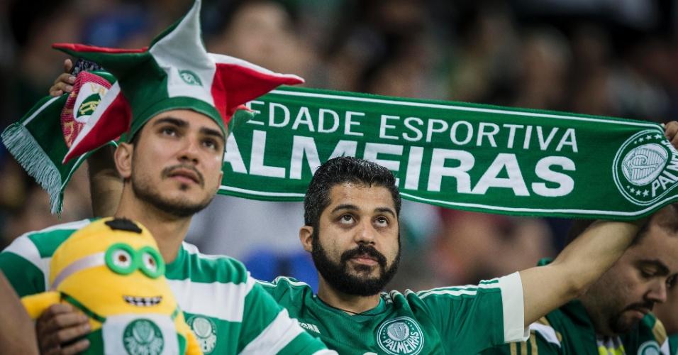 Torcida do Palmeiras comparece em peso para apoiar o time contra o Fluminense na semifinal da Copa do Brasil