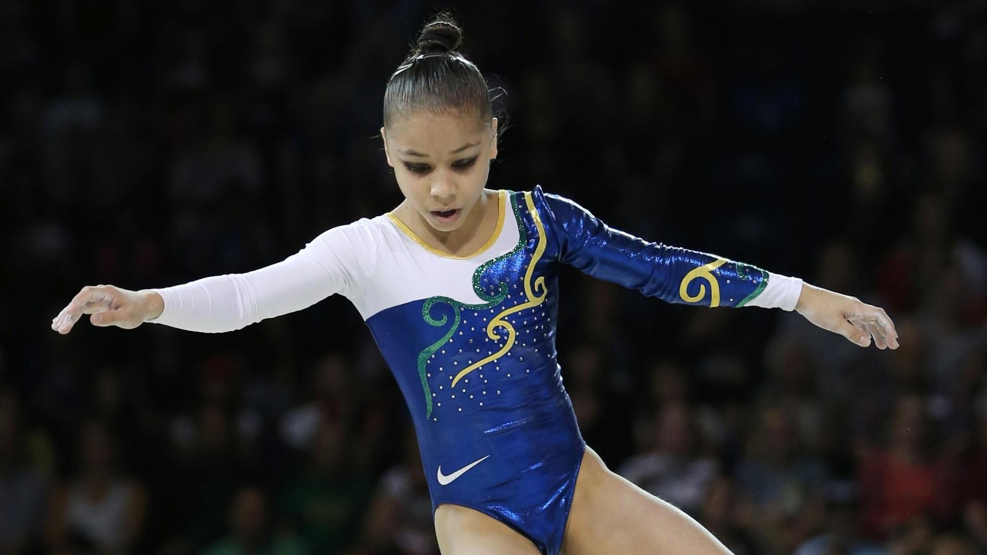 Flavia Saraiva cai durante apresentação no trave. Brasileira terminou na quinta colocação