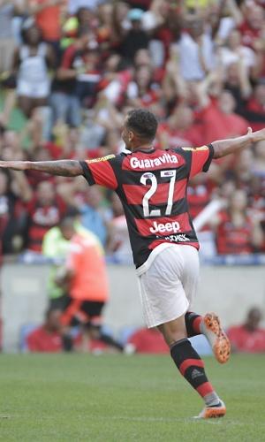 Alan Patrick comemora gol do Flamengo contra o Santos pelo Brasileirão