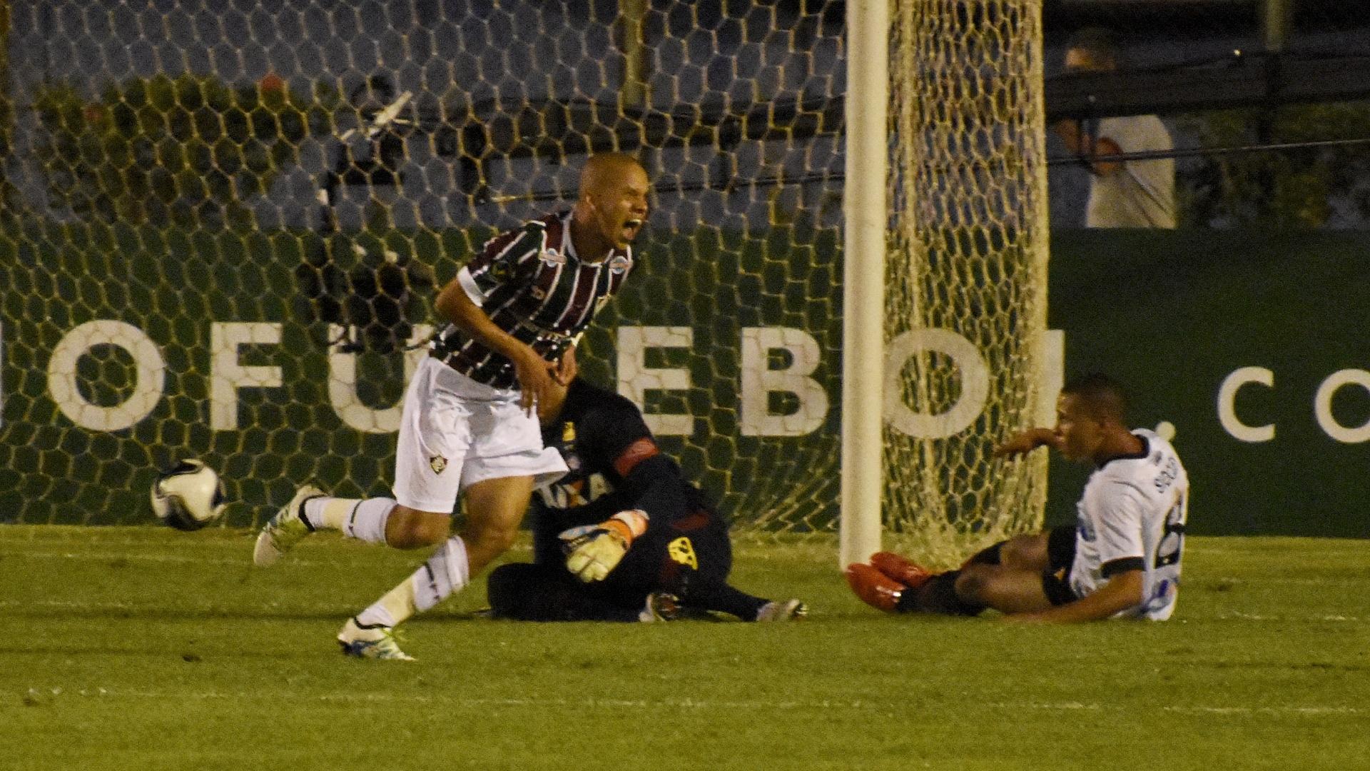 Marcos Júnior comemora o seu gol pelo Fluminense contra o Atlético-PR na Primeira Liga