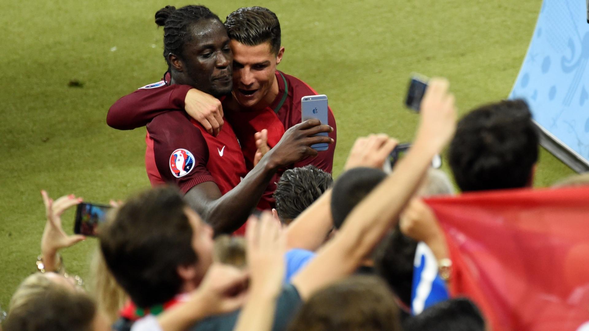 Cristiano Ronaldo e Éder tiram selfie após a conquista da Eurocopa