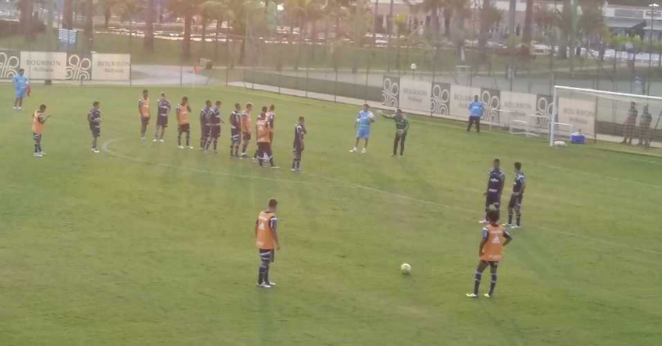 Cuca dirige treino do Palmeiras em Atibaia, interior de São Paulo