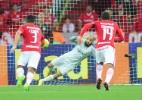 Danilo Fernandes pega pênalti, Inter vence Coritiba e sai da zona da degola - Ricardo Duarte/Inter