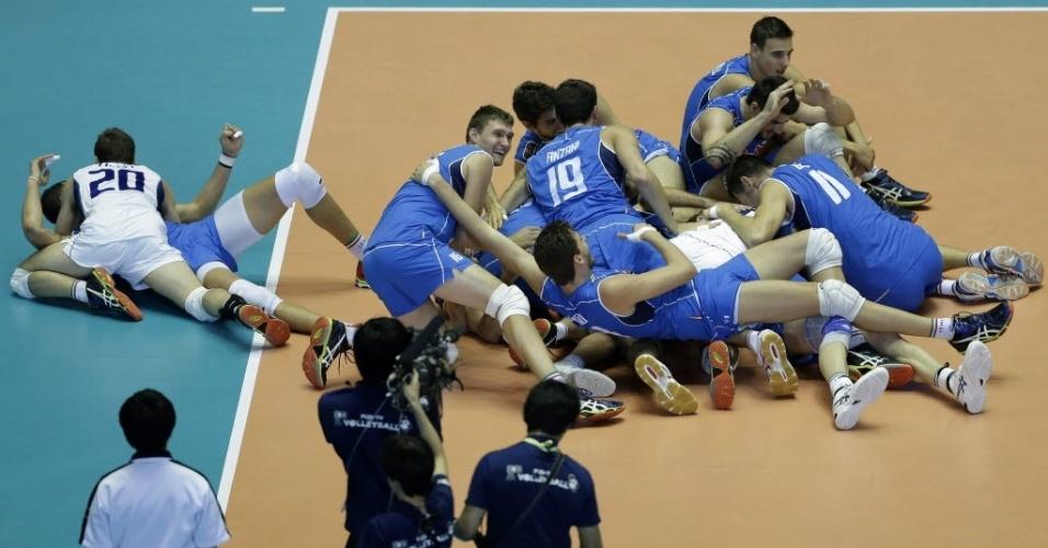 Italianos extravasaram na comemoração da vaga olímpica após derrotarem a atual campeã mundial Polônia
