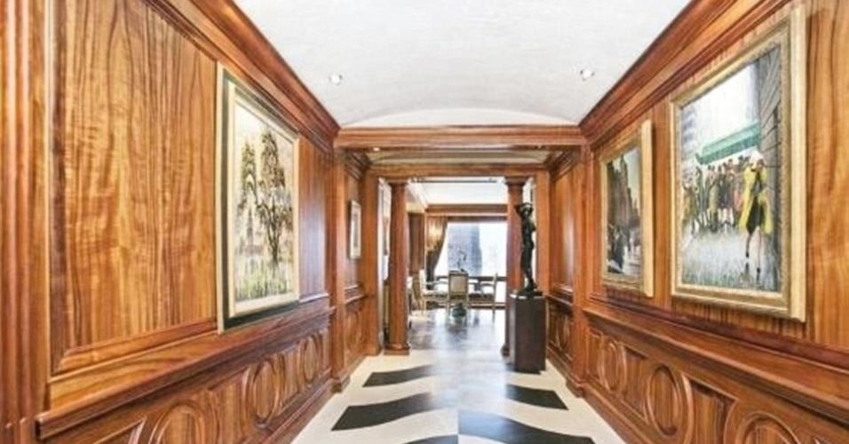 É um apartamento, mas poderia ser uma mansão. A vida do corredor do imóvel de Cristiano Ronaldo, em Nova york