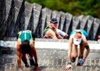 42km na Grande Muralha: dor e desafio em 5 mil degraus em maratona na China