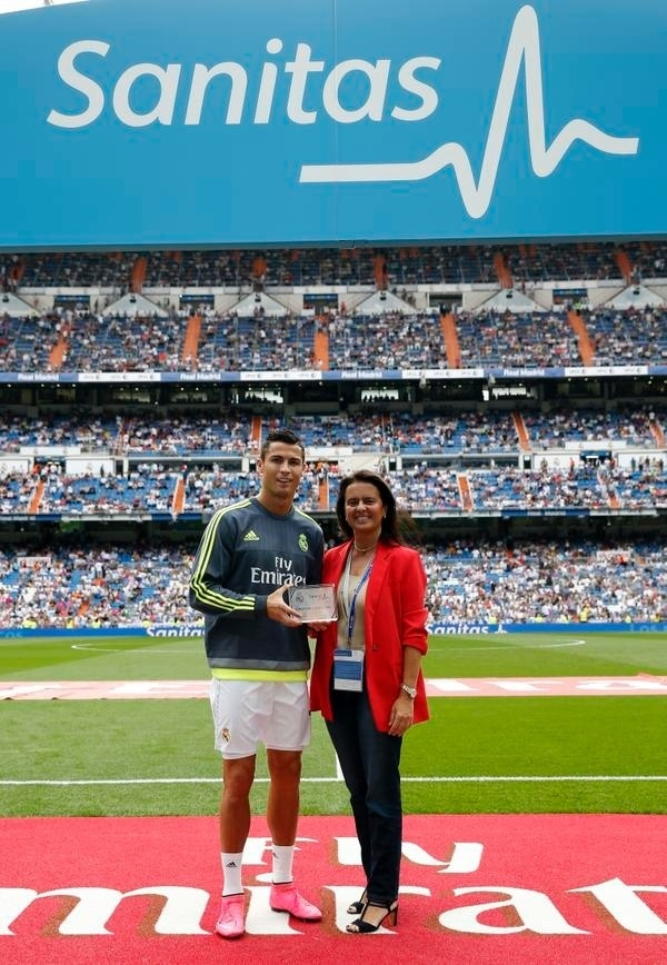 Cristiano Ronaldo recebe prêmio de jogador mais saudável do Real Madrid na temporada 2014/2015