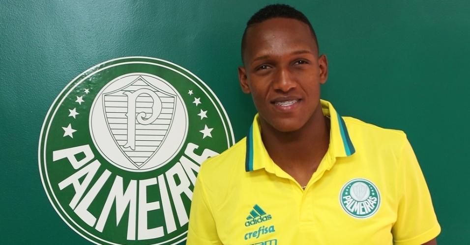 Yerry Mina, de 21 anos, é apresentado pelo Palmeiras