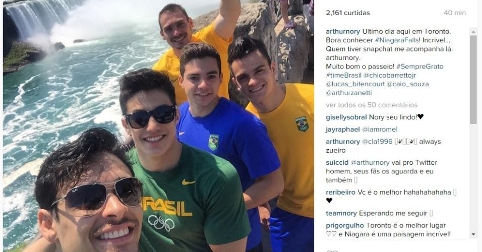 No último dia no Canadá, equipe brasileira de ginástica artística aproveita para conhecer as Cataratas do Niagara