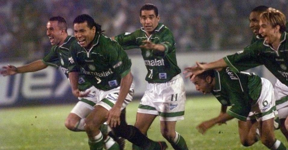 Uma das exceções é a Libertadores de 1999, quando venceu o Deportivo Cali com meia verde