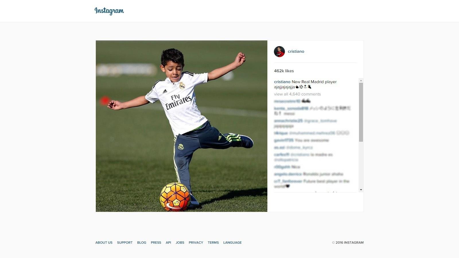 Cristianinho, filho de Cristiano Ronaldo, brinca em treino do Real Madrid