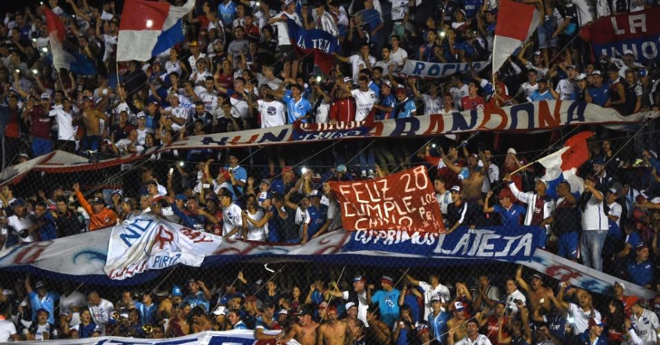 Torcedores do Nacional-URU incentivam a equipe na partida contra o Palmeiras